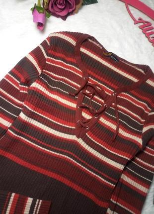 Брендовый укороченный джемпер из шерсти мериноса, в рубчик со шнуровкой .3 фото