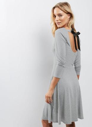 Стильное платье с обалденной спинкой