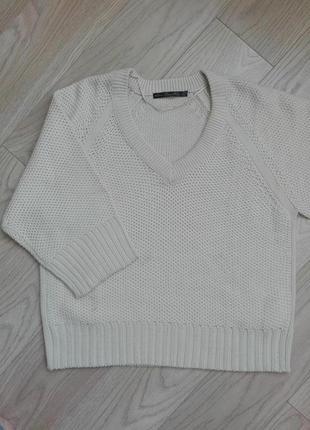 Стильный свободный свитер с широкими рукавами