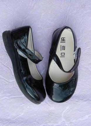 Туфли туфельки лаковые 28 размер 17см стелька