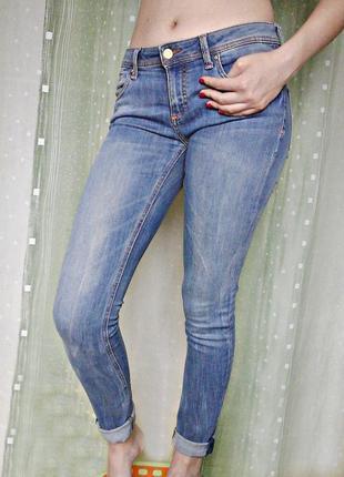 Качественные узкие джинсы красивой расцветки