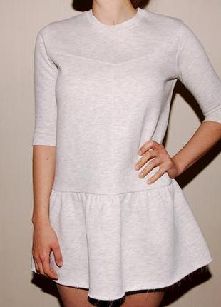 Платье zara плотное, хорошо держит форму