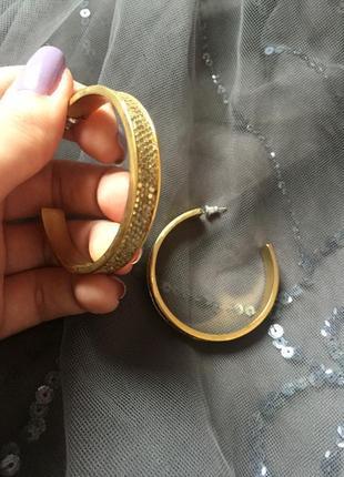 Золотистые серьги кольца