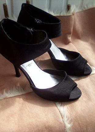 Атласные туфельки
