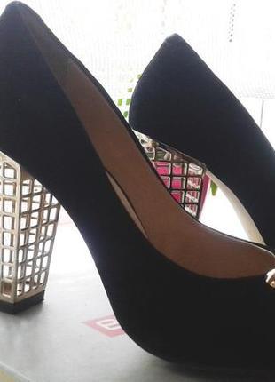 Оригинальные туфли с открытым носком