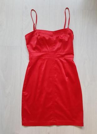 Красное атласное платье на брительках, xs