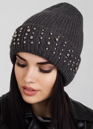 Шерстяная шапка с бусинками