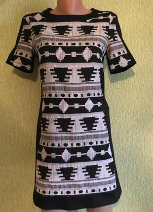 Платье с орнаментом new look 10 размер