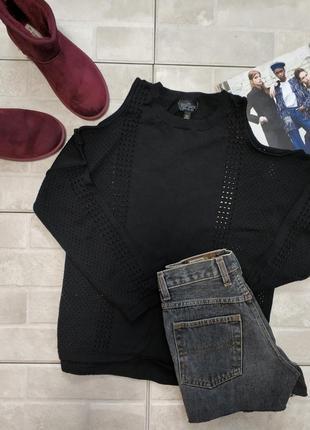 Очень красивый чёрный свитер