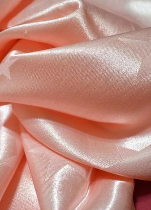 Розовая скатерть