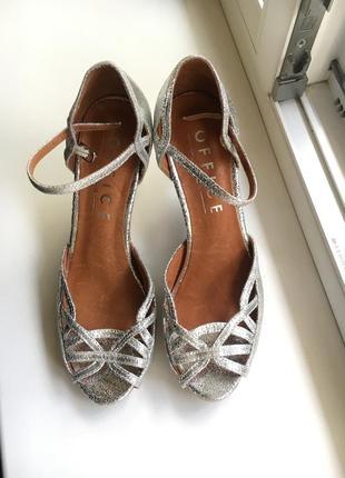 Кожаные серебристые вечерние  туфли босоножки на каблуке office лондон