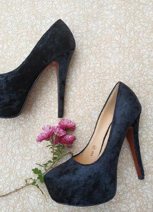 Туфли christian louboutin черные на высоком каблуке под замш