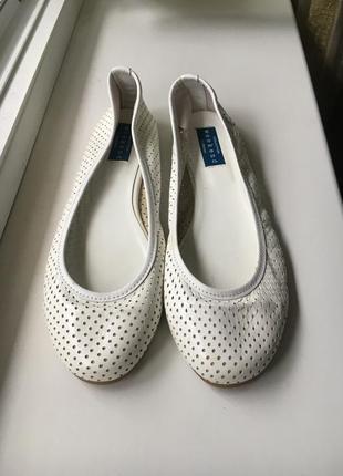 Кожаные натуральные белые туфельки балетки низкий каблук weekend ( италия оригинал)