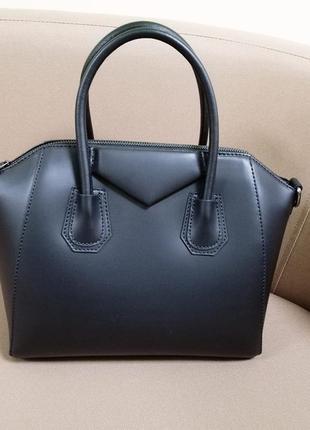 Новая черная кожаная сумка
