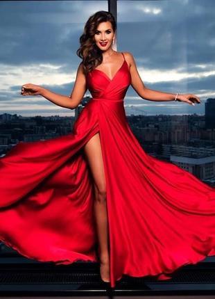 Эффектное красное вечернее шелковое платье