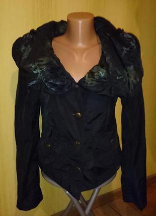 Красивая куртка, ветровка р.s
