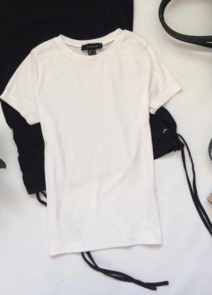 Белая футболка от atmosphere