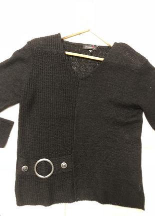 Женский свитер стильный