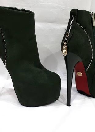 Шикарные ботинки на высоком каблуке!!