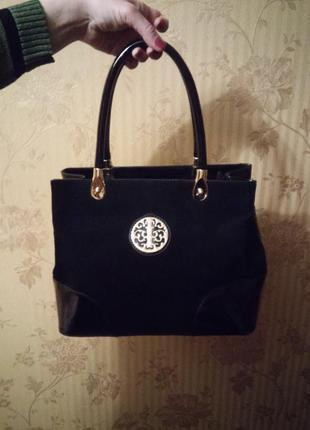 Красивая  черная лаковая сумка-шоппер