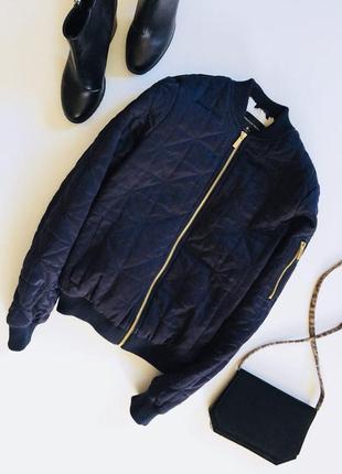Стильная стеганая куртка бомбер на синтепоне с мехом внутри