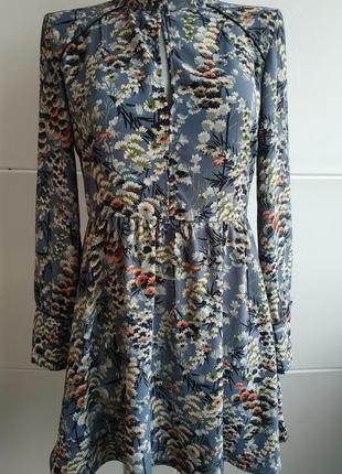 Элегантное платье zara голубого цвета с принтом красивых цветов