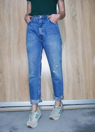 Крутейшие  джинсы бойфренд-mom с необработанным краем на  высокой посадке zara