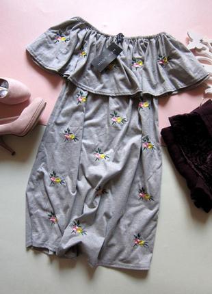 Тренжовое платье с вышивкой