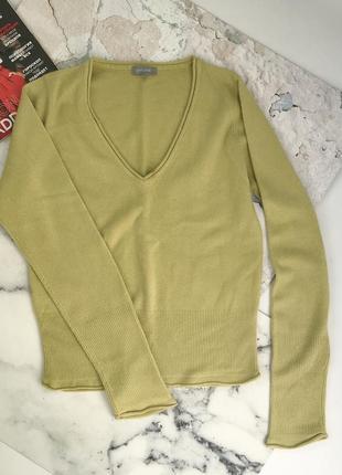 Базовый свитерок приятного цвета, приятний на ощупь