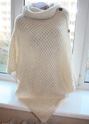 Молочное вязаное пончо с горловиной (к036)