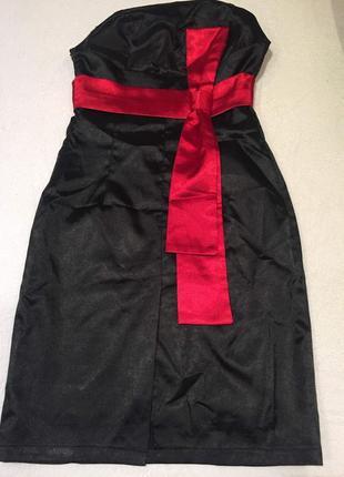 Черное платье с красным бантом