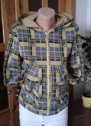 Трендовая трикотажная куртка на шерстяном трикотажном подкладе.размер m