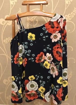 Огромный выбор красивой и стильной одежды.2