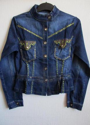 Джинсовый костюм: пиджак и джинсы