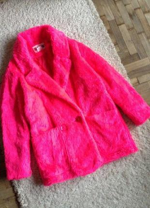 Яркая винтажная шубка неоново-розового цвета top coat