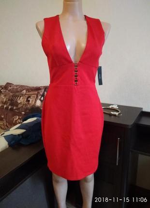 Шикарное красное платье lulus с глубоким декольте размер м