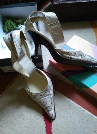 Туфли бежевые кожа