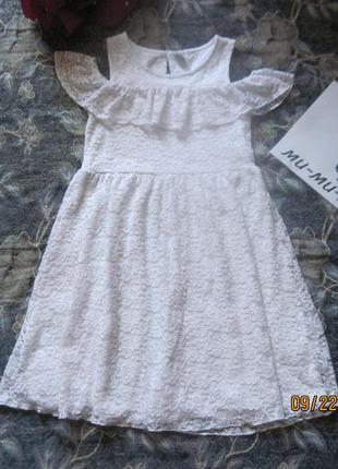 Новогодний наряд!нарядное белое кружевное платье с рюшем.