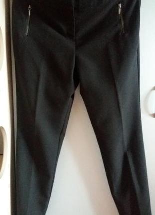 Базовые черные брюки зауженные к низу