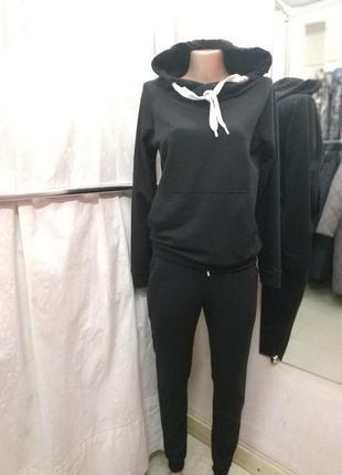 Стильный спортивный костюм черный