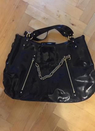 Чёрная виниловая лаковая кожаная сумка armani оригинал с цепями стильная модная