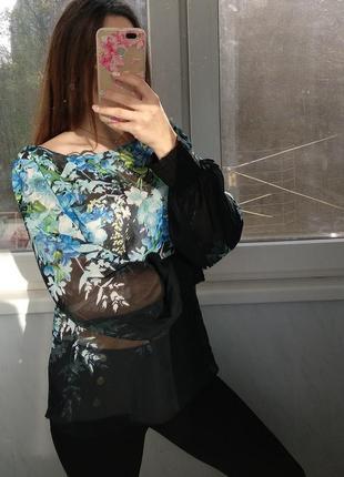 Черная блузка в цветочный принт redhhering