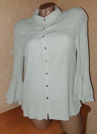 Блуза серо-мятного цвета из вискозы с расклешёнными рукавами 3/4