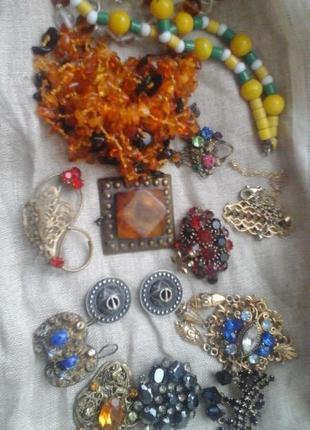 Лот винтажных украшений цена за все янтарь мельхиор