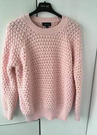 Нежно розового цвета свитер