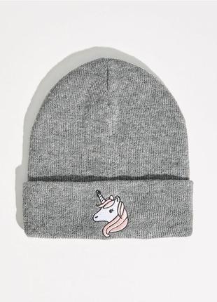 Новая серая шапка sinsay синсей единорог вышивка нашивка принт декор кавай аниме мульт