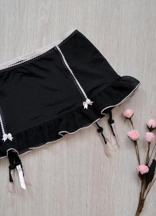 Широкий пояс для чулок, юбка с подвязками для чулков