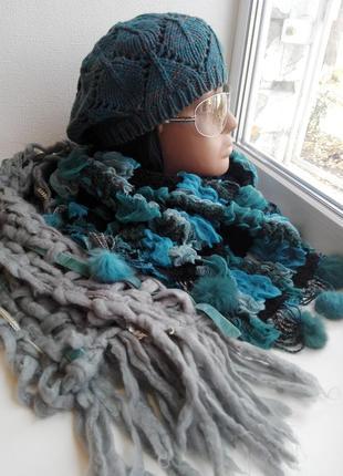 Стильный комплект берет с шарфом и палантином на осень
