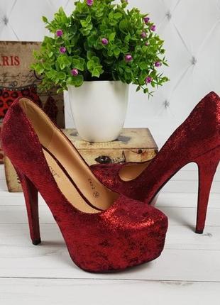 Туфли красные с красной подошвой нарядные супер распродажа 35 и 36р