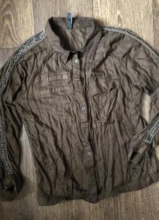 Стильная рубашка хаки с карманами